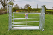 WEIGH-TRAY-SHOWN-WITH-HURDLES-AND-SLIDING-GATE